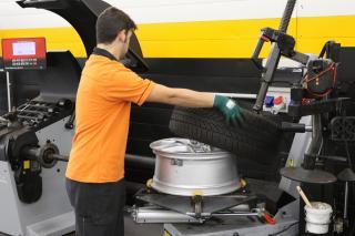 Montage de pneu auto